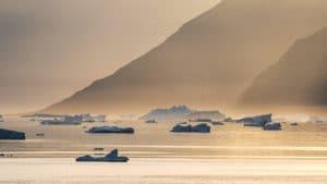 Karrat-Fjord-icebergs-01